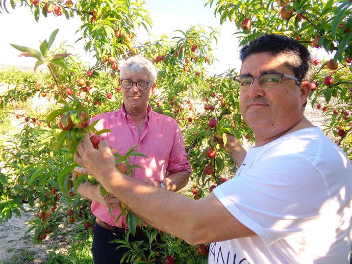 Jean-Paul (à gauche en rose) et Juan